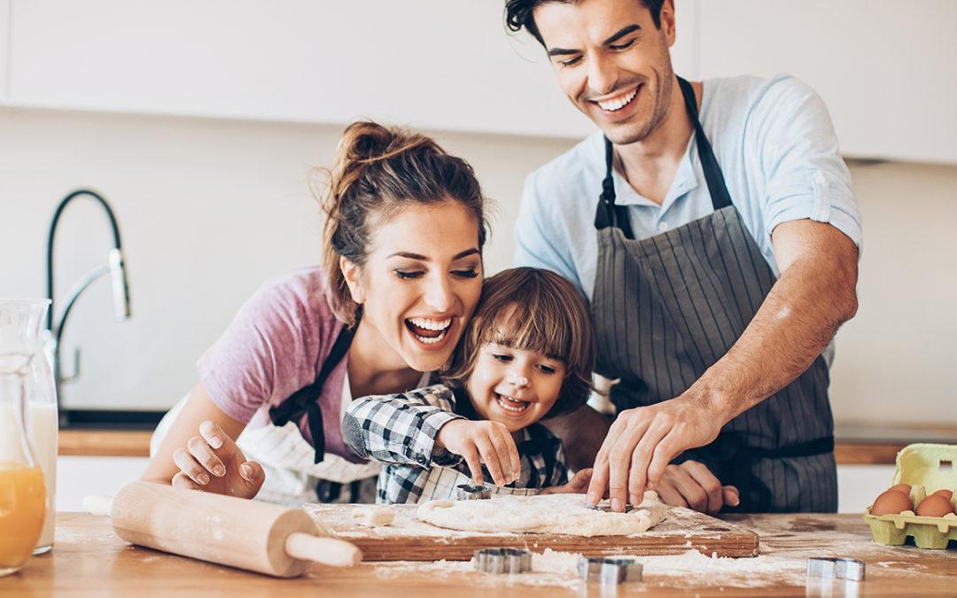 Les 6 bonnes raisons de cuisiner avec vos enfants.